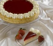 Strawberries 'N Cream Cheesecake